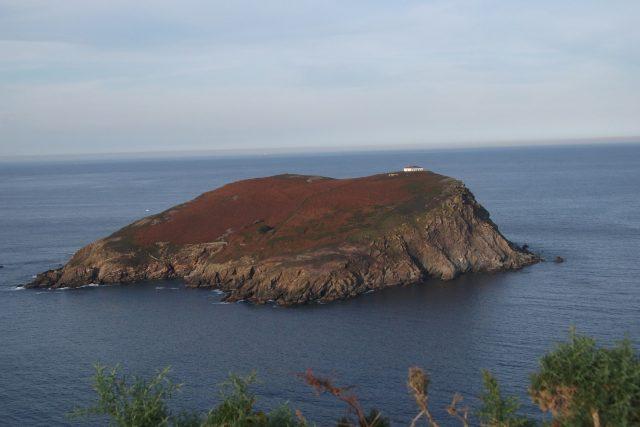 Isla Coelleira, Galicia. Ruinas del Monasterio Monjes Benedictinos en Coelleira