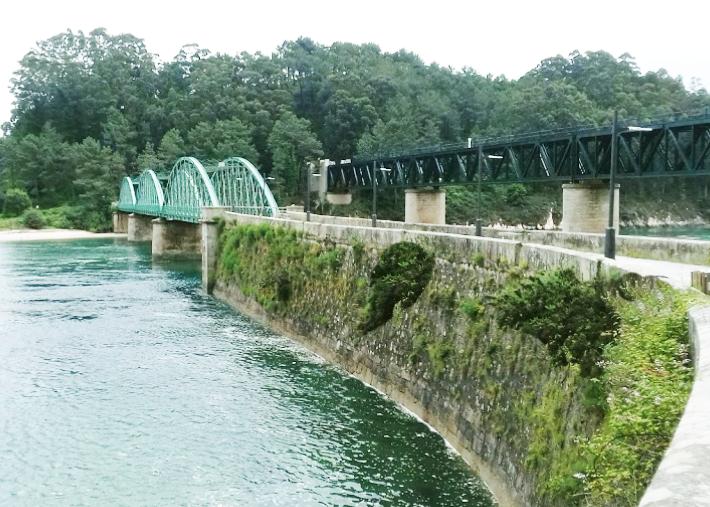 Puente metálico de O Barqueiro. A Vella Ponte